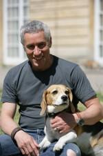 Gute Freunde: Ralph Herforth mit seiner Beagle-Hündin Molly